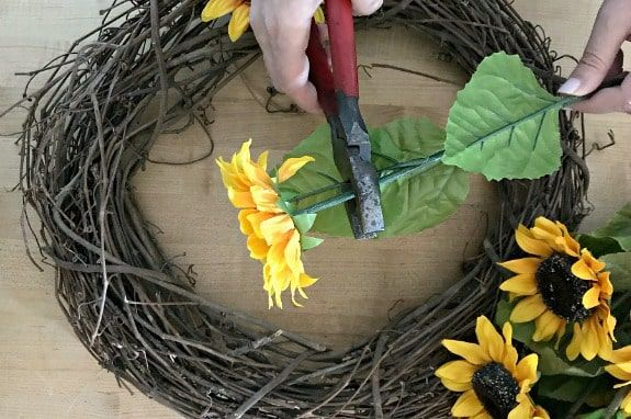 Photo of How to Make a Sunflower Wreath (in Under 30 Minutes)