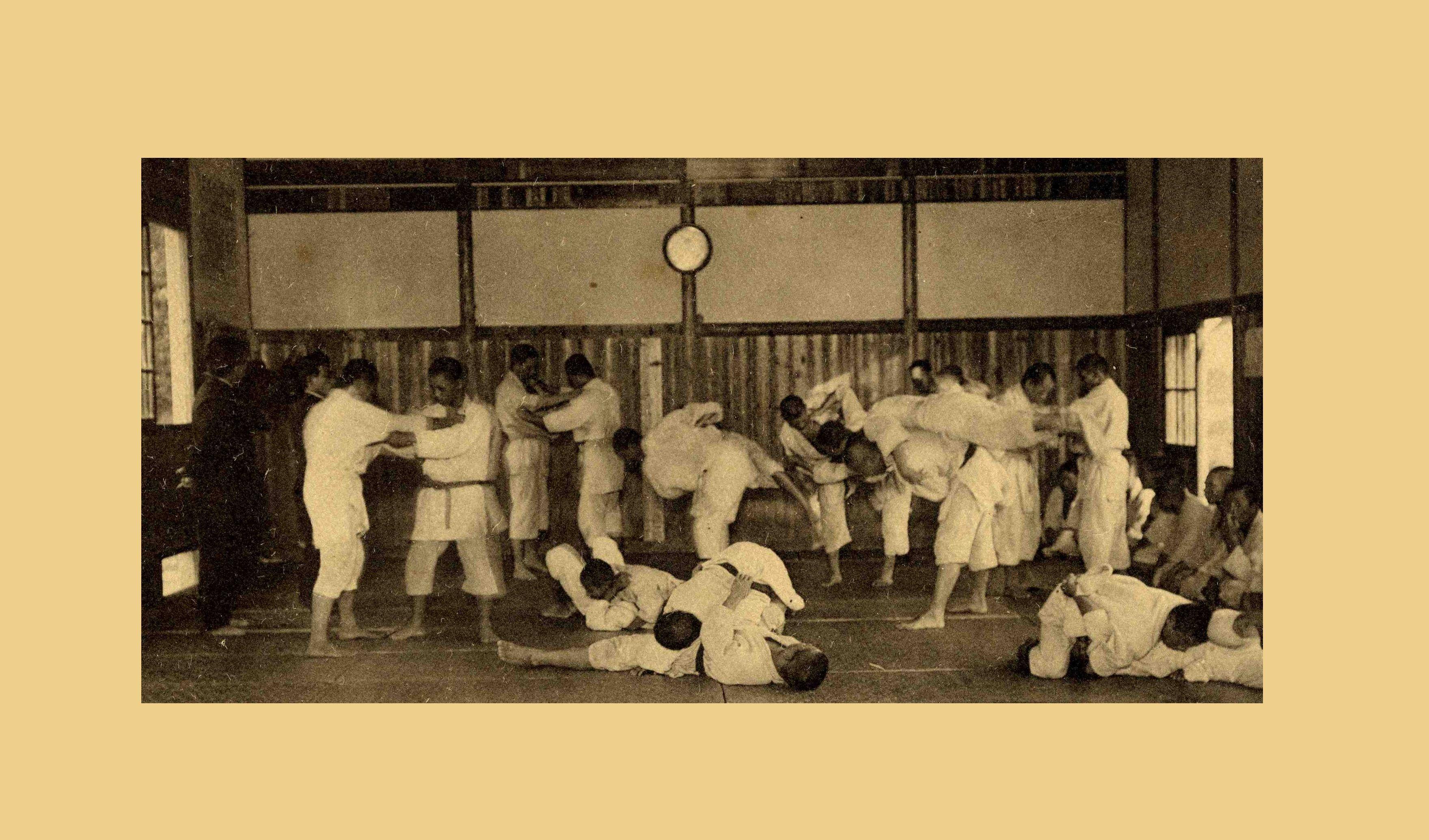 臺北州立臺北工業學校(現今為國立台北科技大學)的柔道社 The judo club in the dormitory of Taihoku Prefectural Industrial School  (now as National Taipei University of Technology) during Japanese colonization. Source: http://content.teldap.tw/index/blog/?p=1664