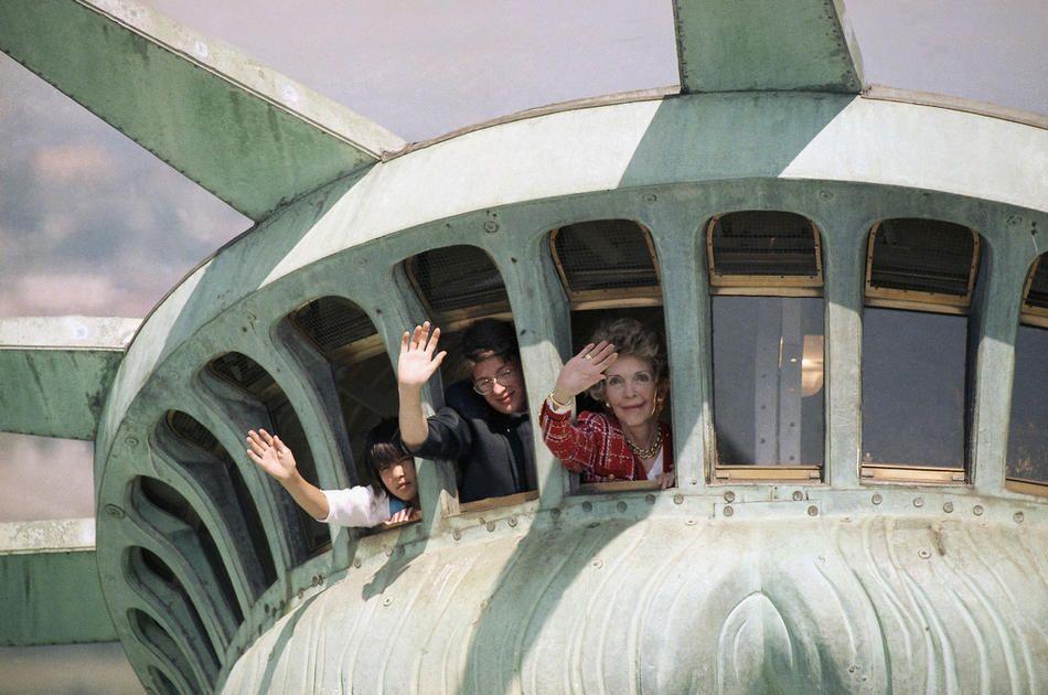 Ellis Island Free Port Of New York Passenger Records Search Statue Of Liberty Lady Liberty Statue