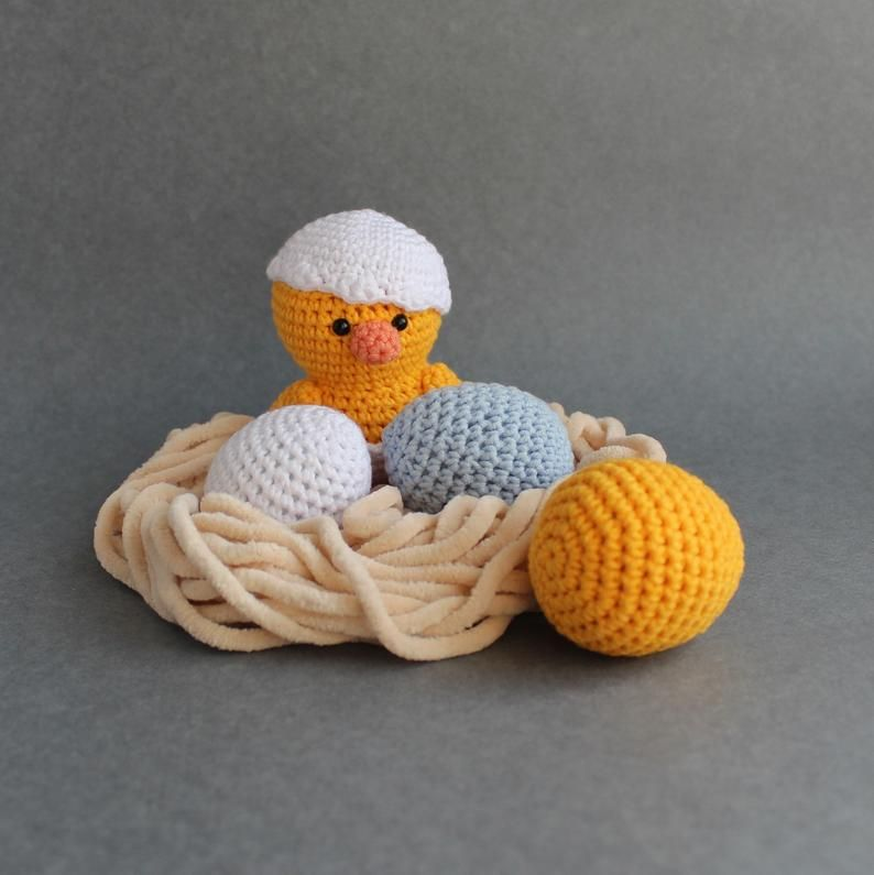 Easter Crochet Pattern Hatching Chicks Crochet Patterns PDF Crocheted Easter Chick Amigurumi Bunny Pettern #eastercrochetpatterns