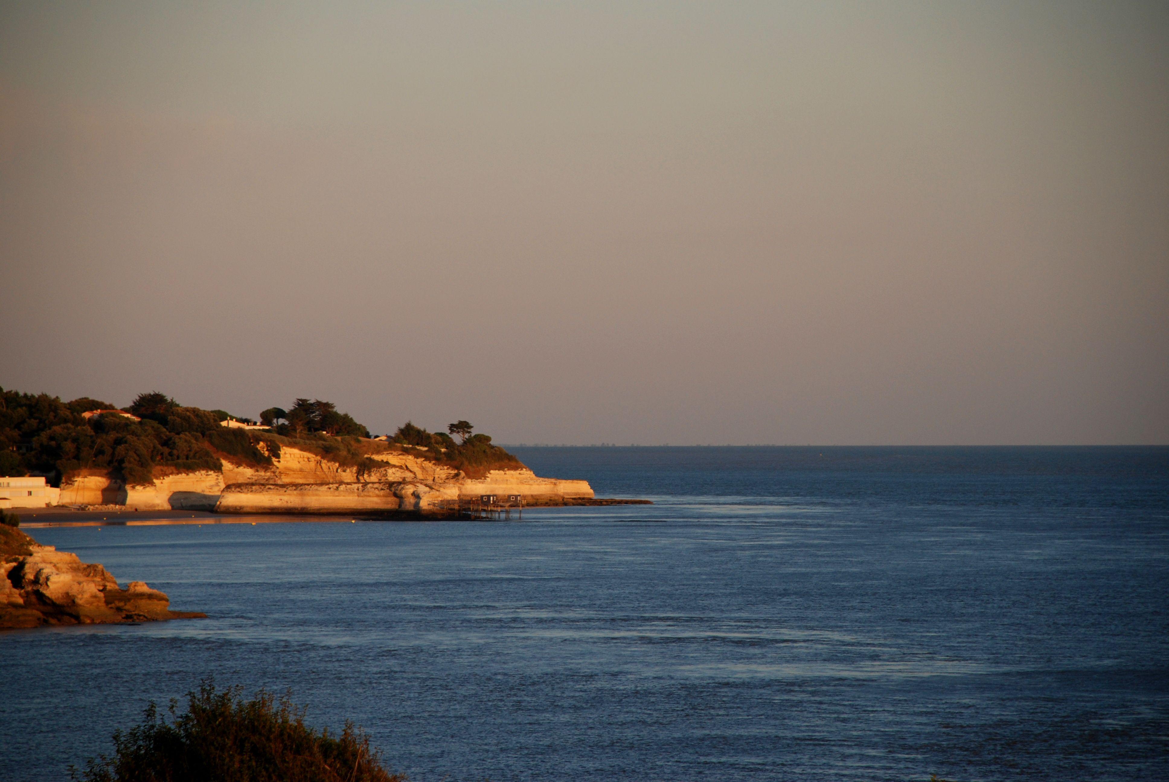 Lumière du soir depuis la Pointe de Suzac #saintgeorgesdedidonne #royan #estuaire #sunset #couchédesoleil #sky #parcdelestuaire #falaise #charentemaritime