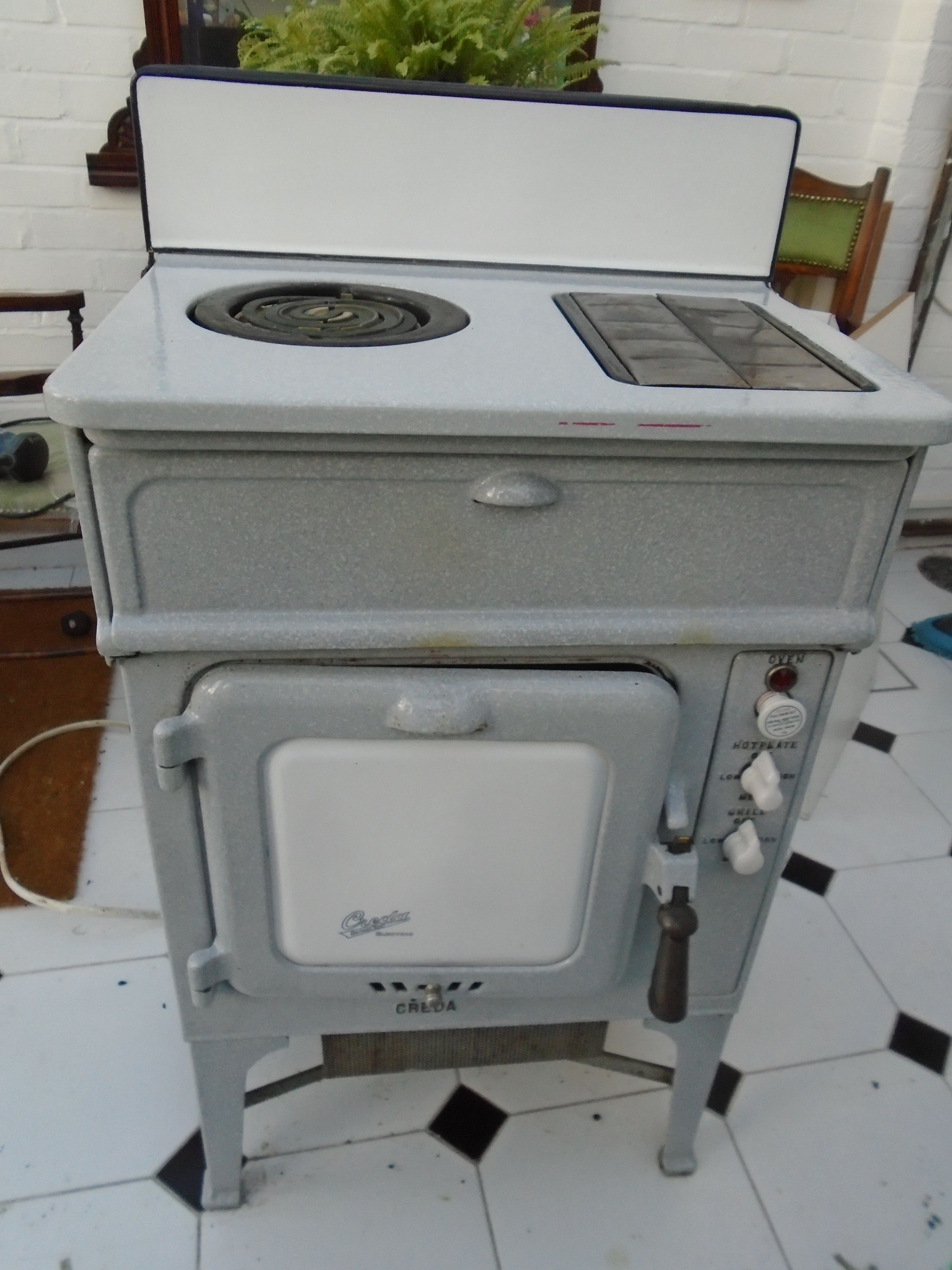 My vintage Creda electric cooker seems to have scrubbed up quite ...