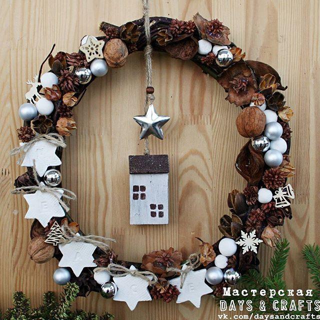 Handmade Christmas wreath 'Peace' #handmadechristmas #christmadhandmade #christmaswreath #daysandcrafts