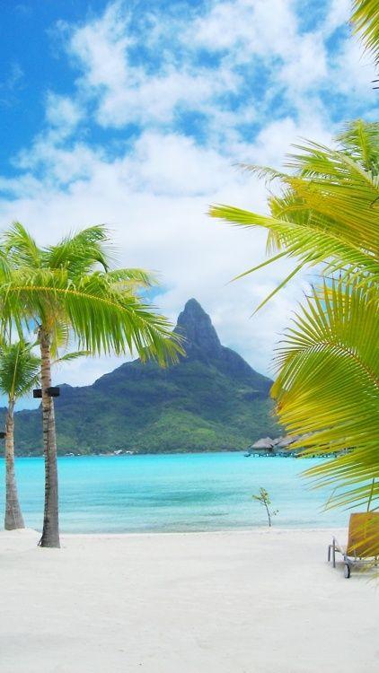 Bora Bora, Tahiti The water is like a swimming pool !!