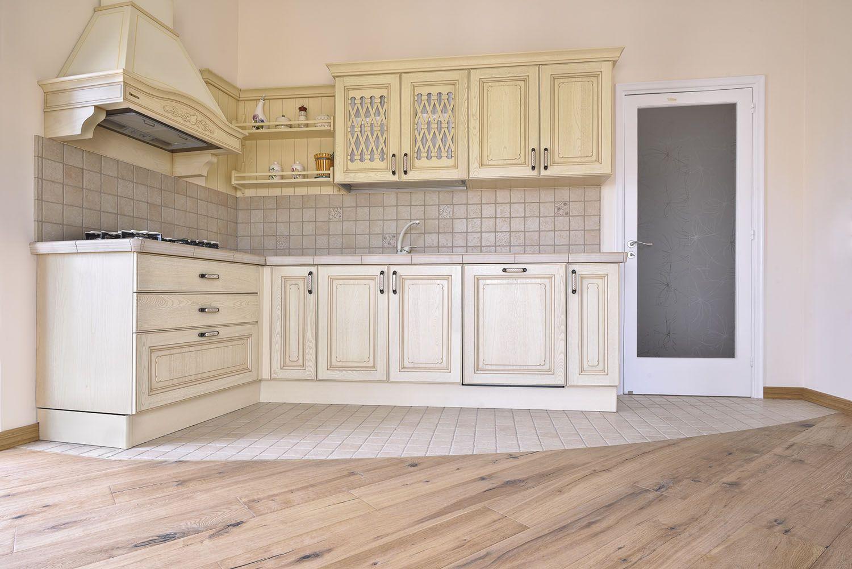 Realizziamo cucine su misura e in base alle tue esigenze. Credit ph. Falegnamo   > Contattaci 348 2205375 / info@gioacchinobrindicci.it