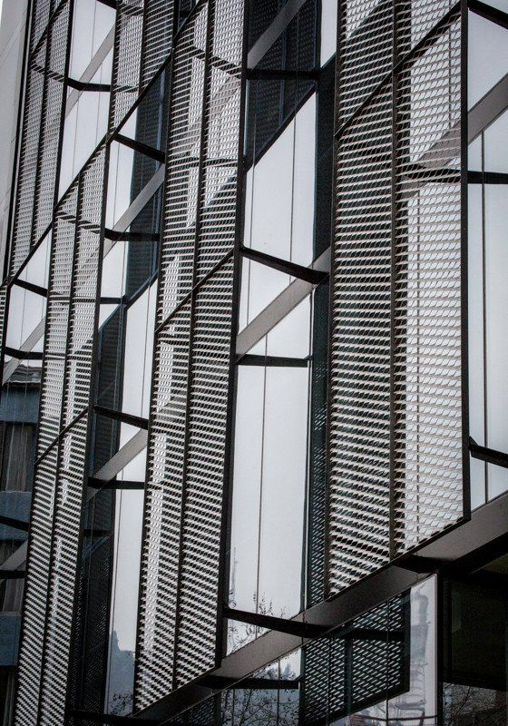 Aluminum Building Facade : Facade cladding made of expanded metal wire mesh or