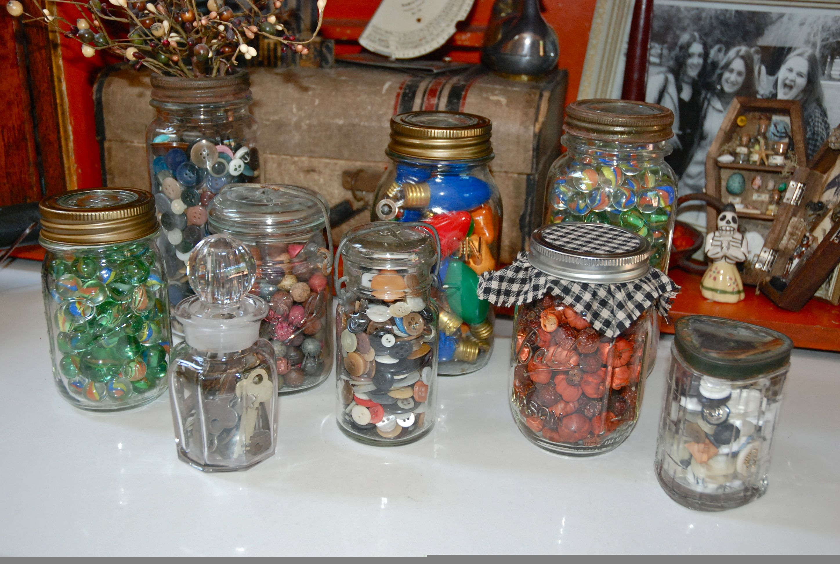 Easy Country Decor Ideas Filling Old Jars Eyeballs By Decor Decorating Coffee Tables Decoracion De Interiores In 2020 Country Christmas Crafts Jar Fillers Jar