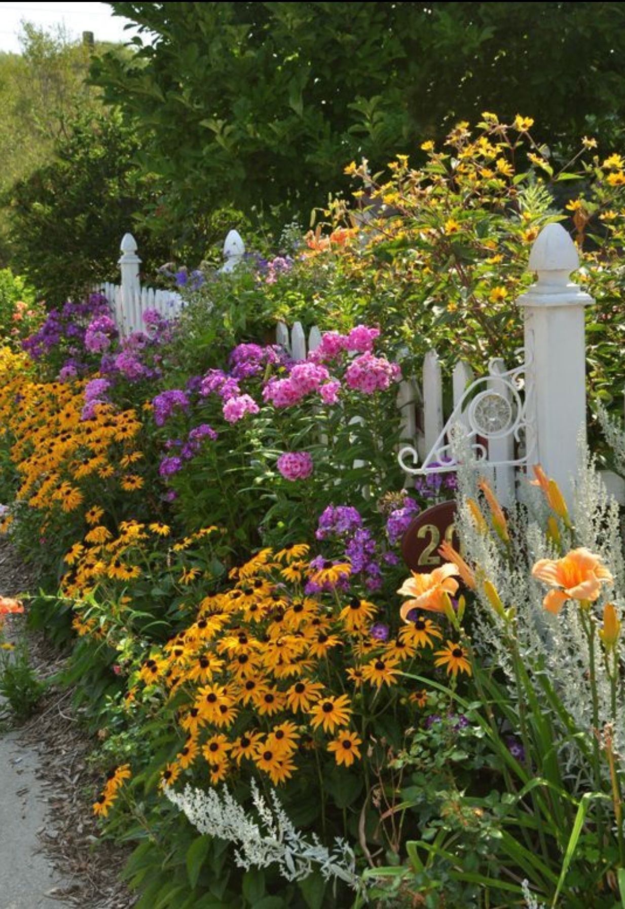 beautifying the picket fence
