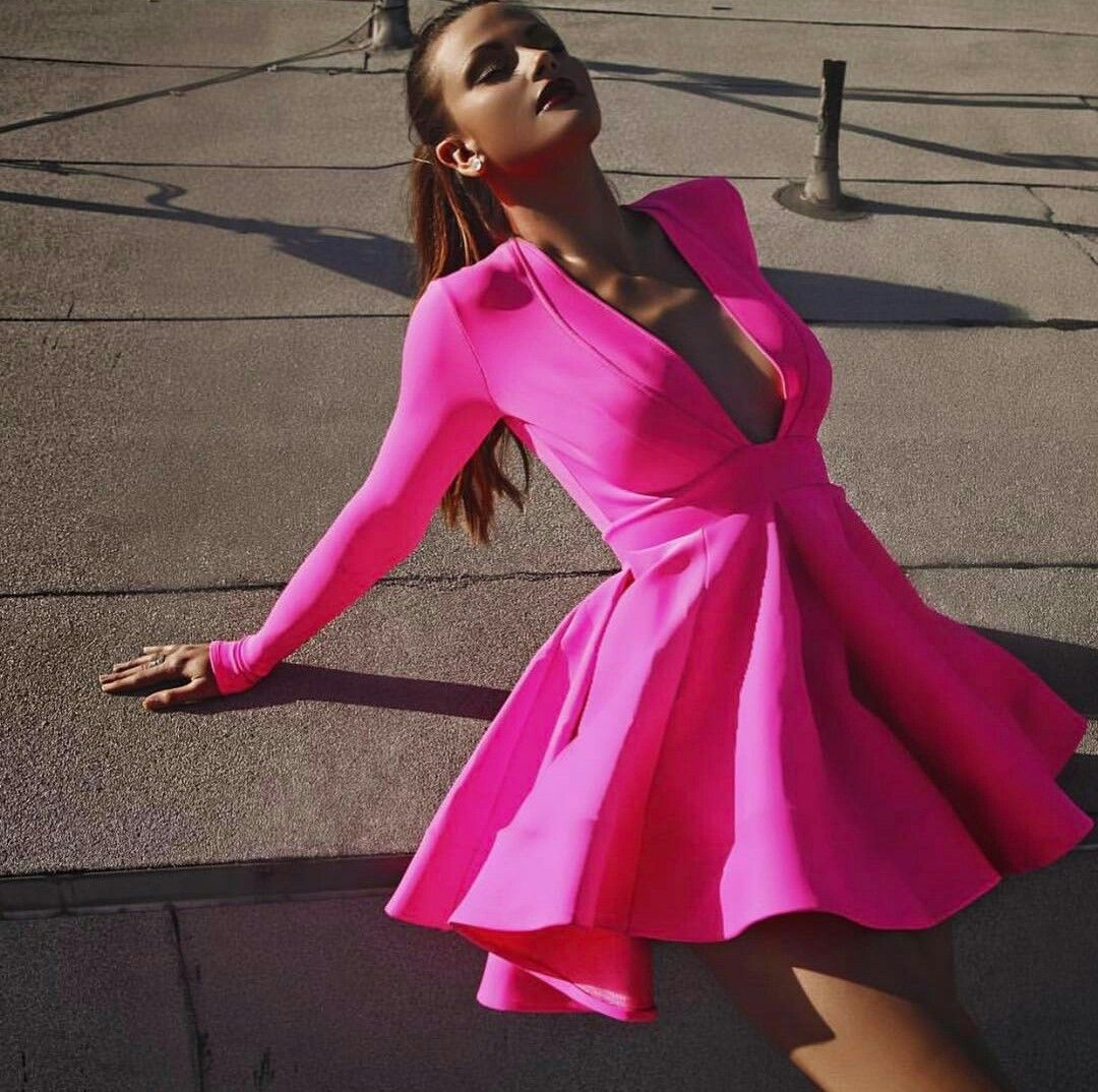 Vestido fiusha corto con nangas y escote en V by Stello | Vestidos ...