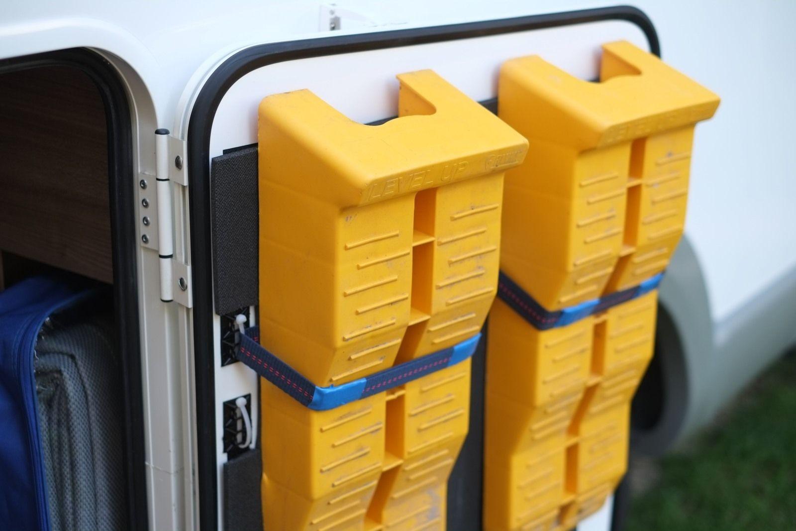 40 Camping Astuces Rangement Amenegament | Astuce rangement, Conseils de camping, Camping