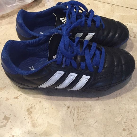 Outdoor boys Adidas cleats Size 1.5 great condition Adidas Shoes