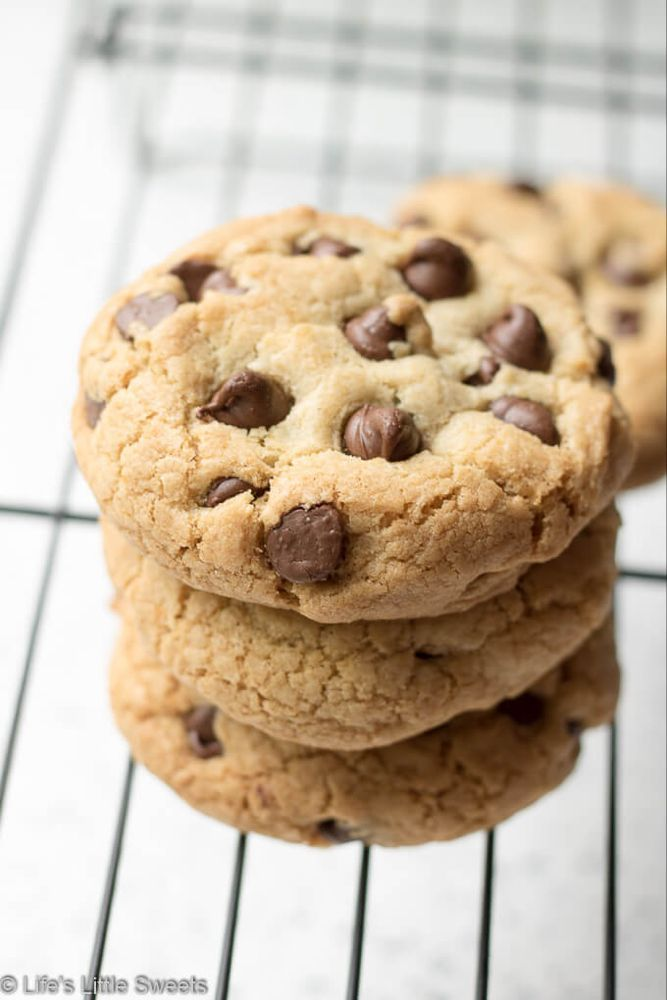 Free Chocolate Chip Cookies These Gluten Free Chocolate Chip Cookies are tall, soft inside with a crisp edge. Perfect for when you have a Chocolate Chip Cookie craving but don't want or can't have flour - you won't miss the flour once you taste these delicious cookies!These Gluten Free Chocolate Chip Cookies are tall, soft inside ...