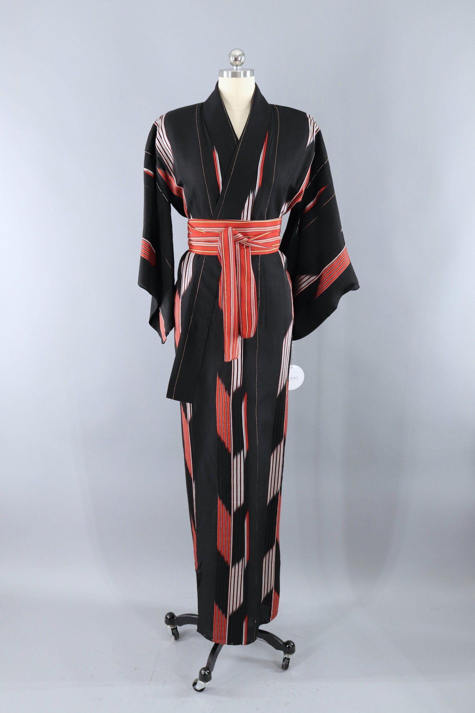 Vintage Silk Kimono Robe   Black and Red Arrows  vintagewomen  vintagestyle   shopvintage   b081ce2fa