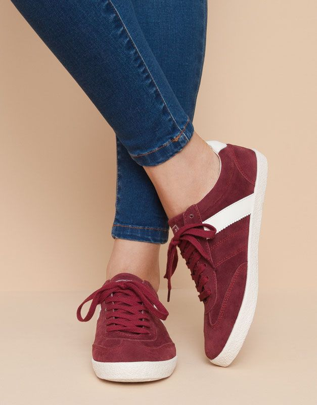 45f93dad Las zapatillas de mujer más alternativas para otoño invierno 2017 en  PULL&BEAR. Apuesta por bambas, zapatillas blancas, negras o estampadas.
