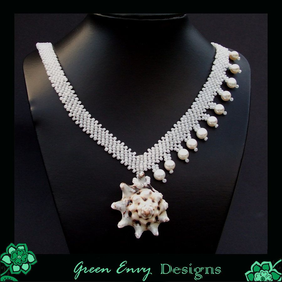 This is the same model as I made before with mint green. But the pearls and crystals are a bit larger and this color combination looks even more elegant.
