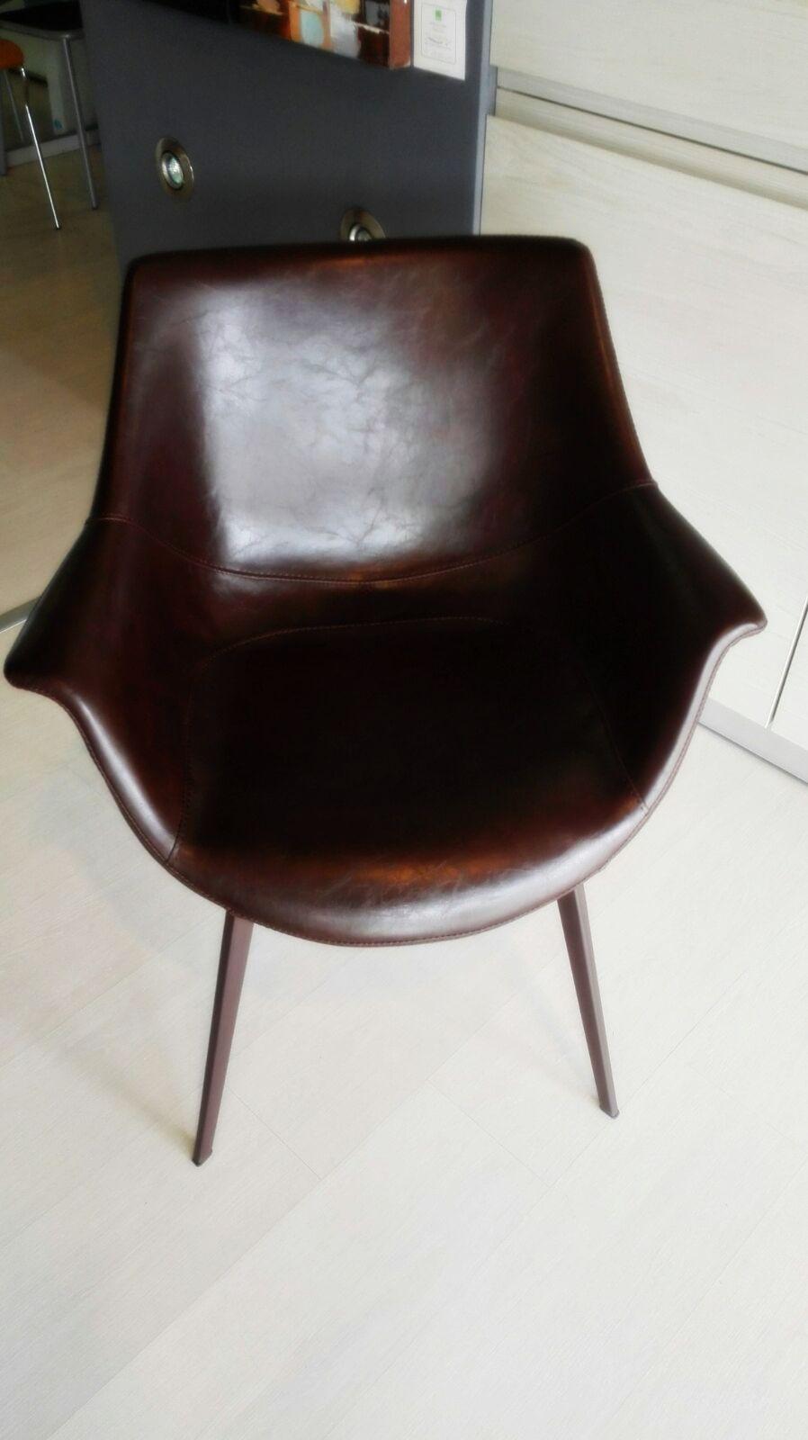 Sedia Donny in eco-cuoio con gamba colore metallo corten: raffinata ...