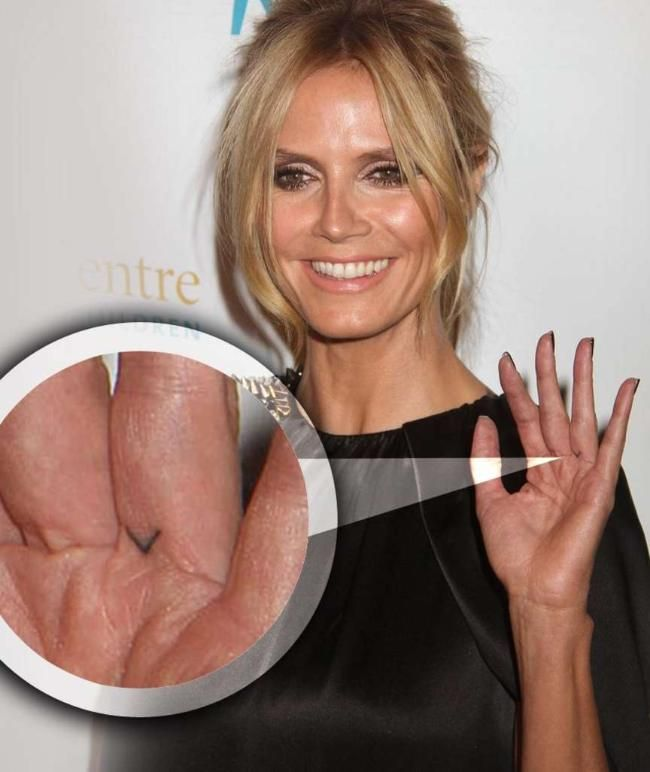 Heidi Klum Mit V Tattoo Am Finger Heidi Klum