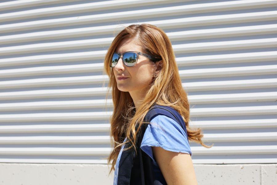Casual Look. Look en tonos azules. A trendy life. #casual #denim #jeans #bluelook #bluevest #vest #michaelkorsbag #details #thehiptee #amazonbuyvip #choies #suiteblanco #michaelkors #northweek #plugshoes #outfit #fashionblogger #atrendylife www.atrendylifestyle.com