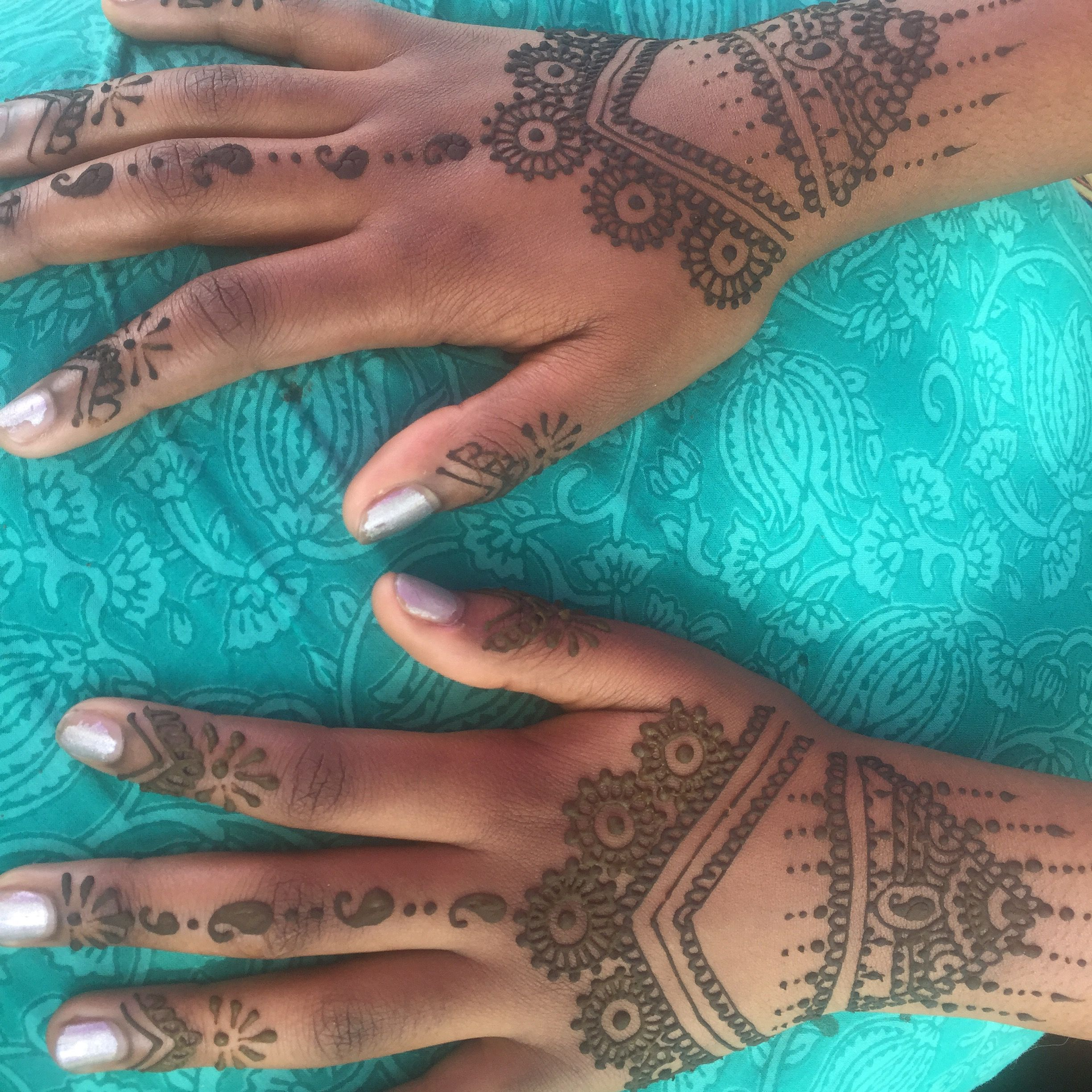 Henna looks great on dark skin! Love how these hands came