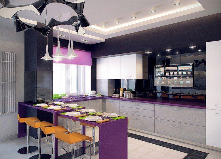 cuisine tendance 2017 en noir, blanc et violet, tabourets hauts