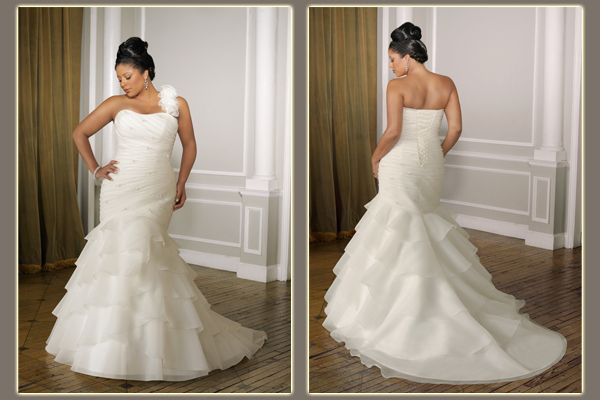 20 Beautiful Curvy Bridal Looks