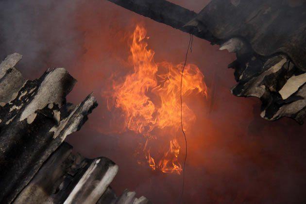 Cazuza: Pai salva bebê de incêndio, mas morre abraçado a o...