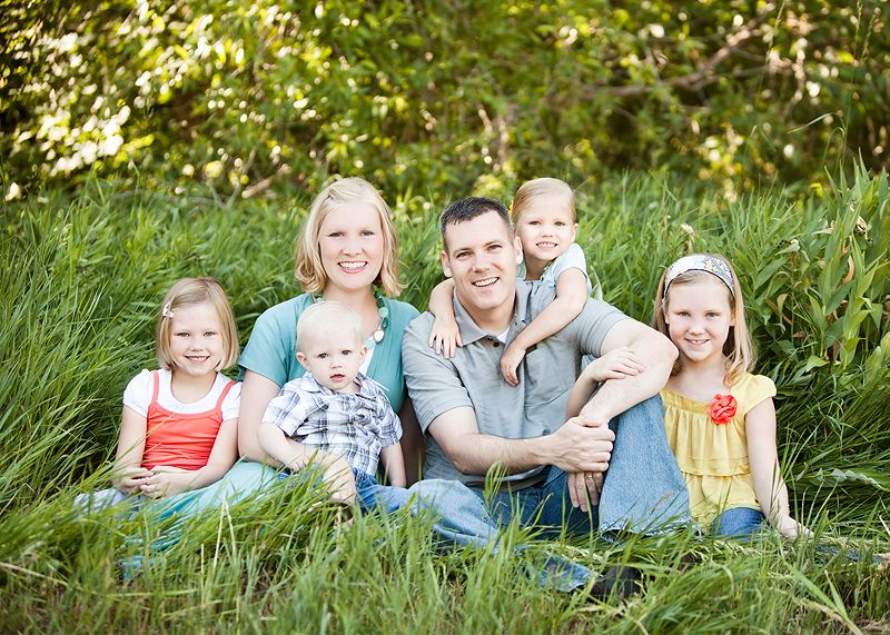 Giveaway Family Photo Pose Big Family Photos Fall Family Photos
