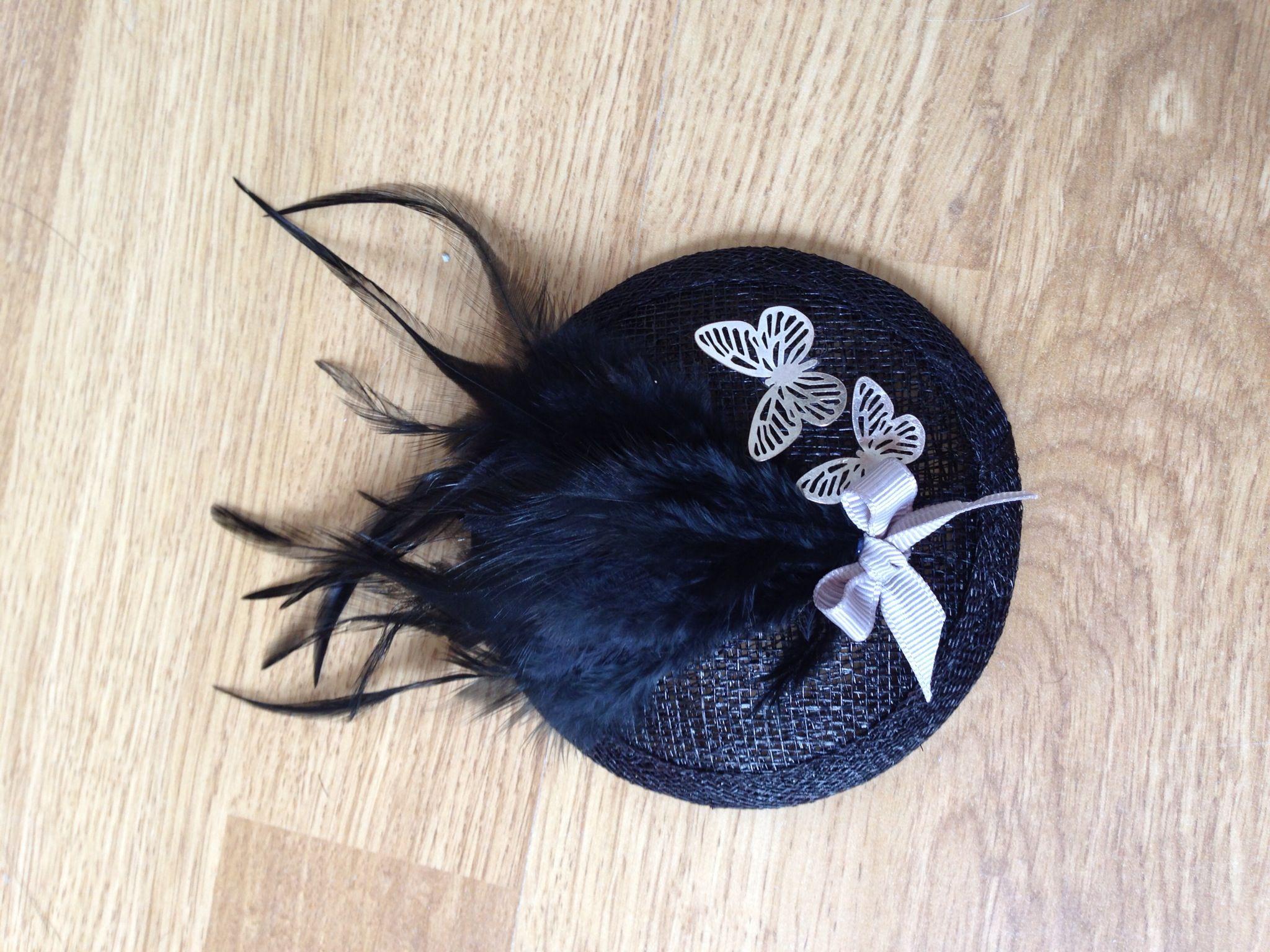 Tocado plumas negras