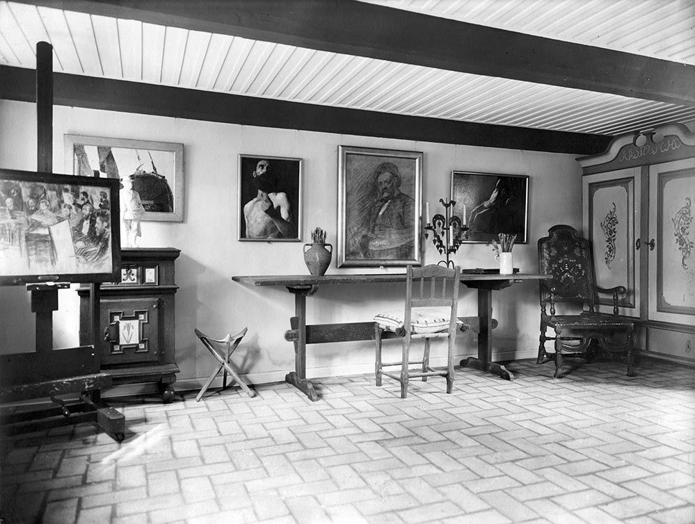 Art and other belongings from P.S. Krøyer - presented in the old Garden House in the museum garden after Krøyer's death