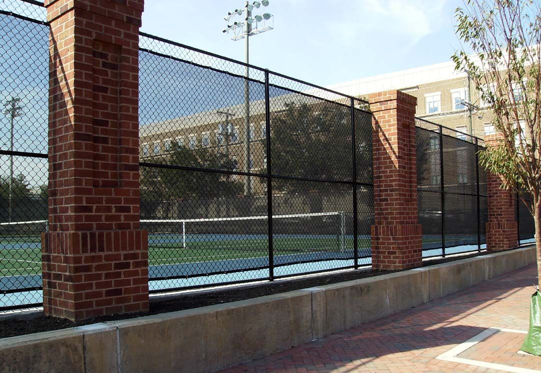 Colored Vinyl Chain Link Fence And It S Visual Appeal Black Chain Link Fence Chain Link Fence Fence
