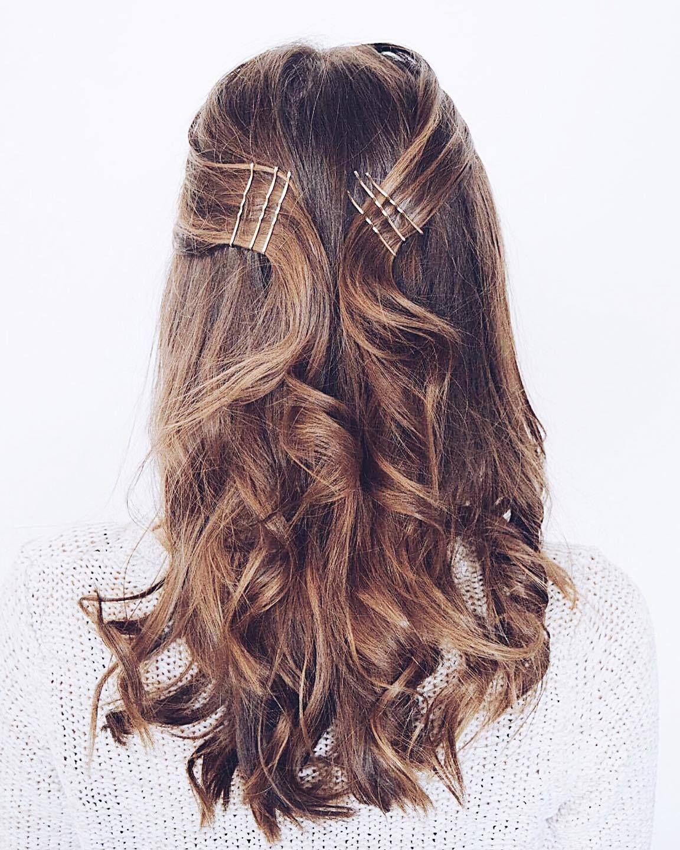 Tutorial Einfache Und Festliche Frisuren Fur Weihnachten Hair Styles Hair Inspiration Messy Hairstyles