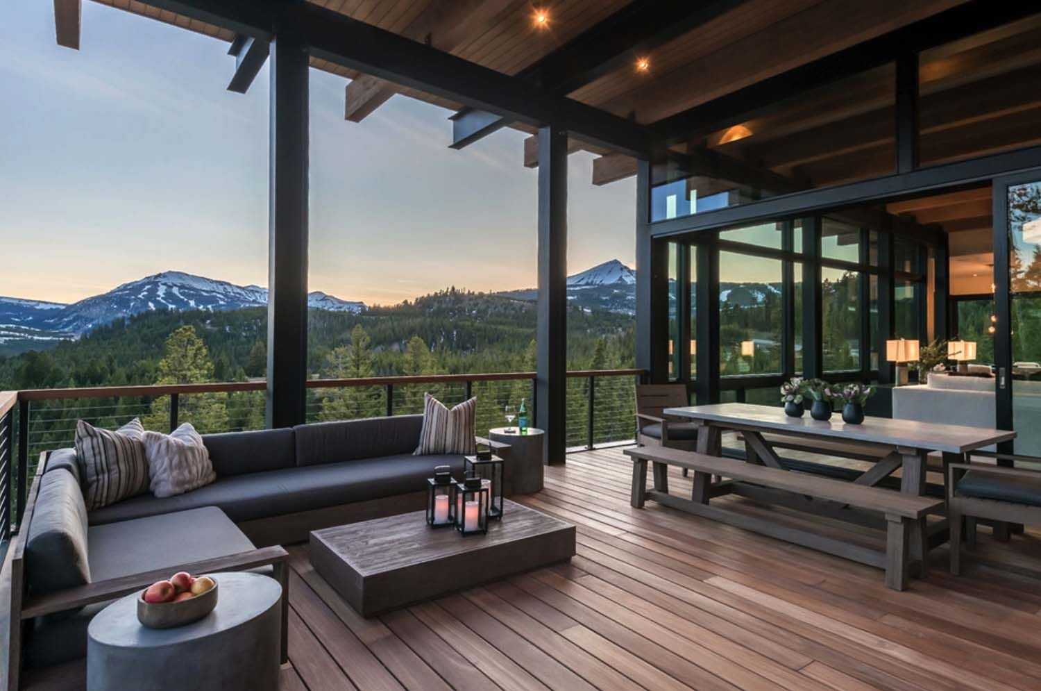 Mountain modern home hovers above the Montana wilderness ...