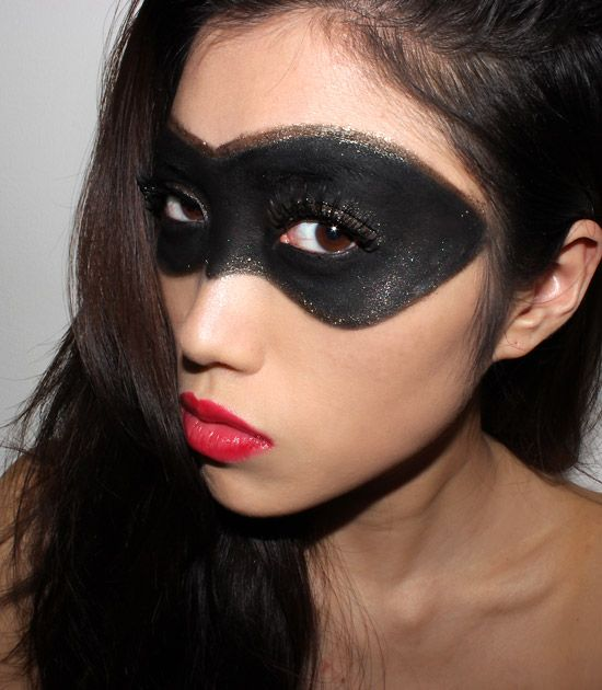 Halloween Makeup Ideas: Superhero Black + Gold Mask With Red Lips ...