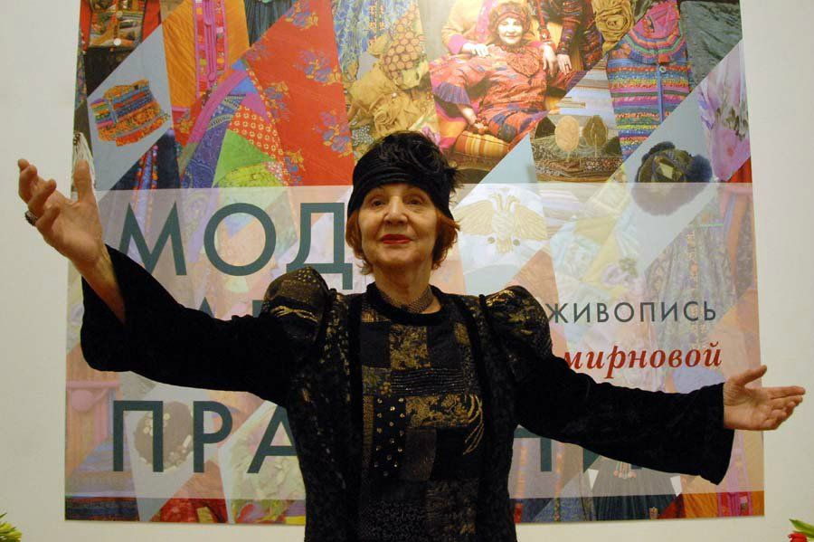 Tatyana Smirnova - known fashion designer, who works in the technique of patchwork. her work: costumes, hats, bags, it creates a patchwork, skillfully combining different techniques and textures.
