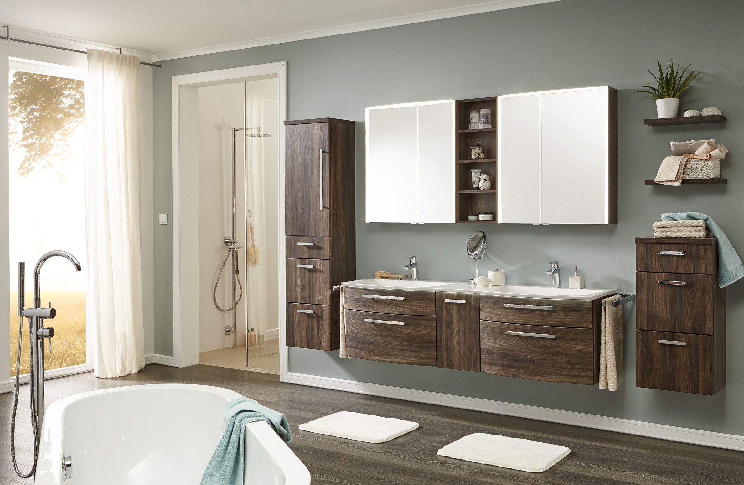 Een modern badkamermeubel van laguna bestaande uit onderkasten en