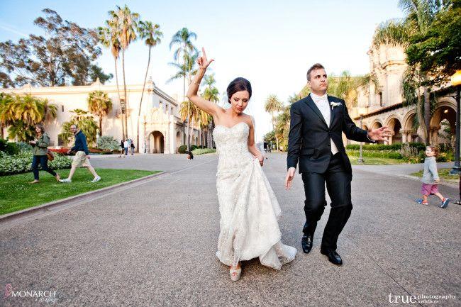 8449008abb Fun bride and groom photo - Wishing Well at the Prado. Stunning Great Gatsby  inspired wedding at the Prado Balboa Park. Blush wedding vintage details.