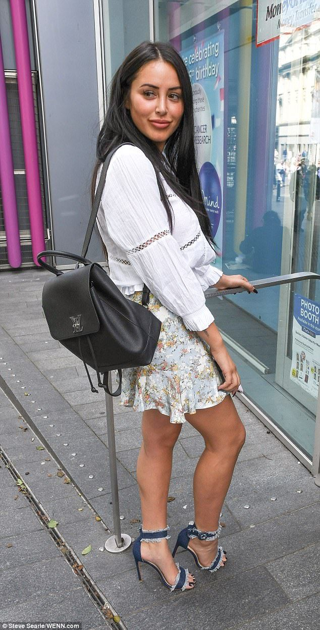 Cleavage Marnie Simpson nudes (35 photo), Sexy, Paparazzi, Twitter, butt 2015