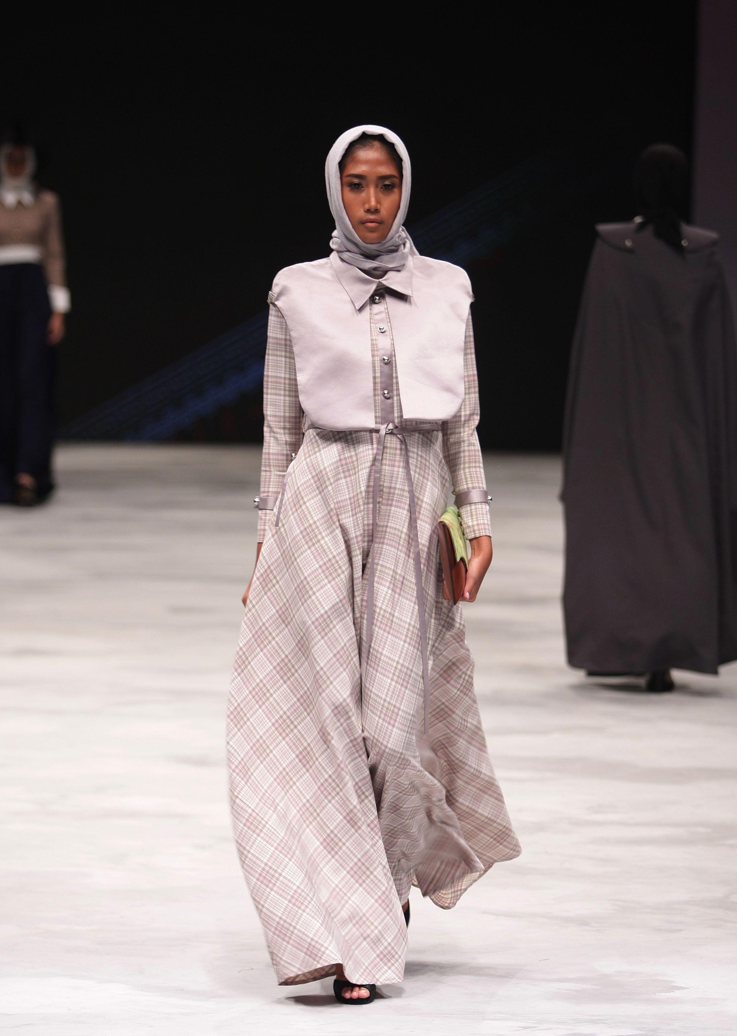 Model Baju Gamis Rancangan Zaskia Sungkar  Model, Gaya busana