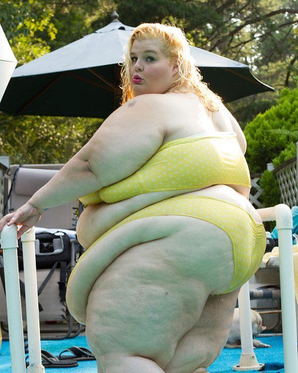 I want her to just swim in my pool Ssbbw, Bombshells, Bella, Curvy