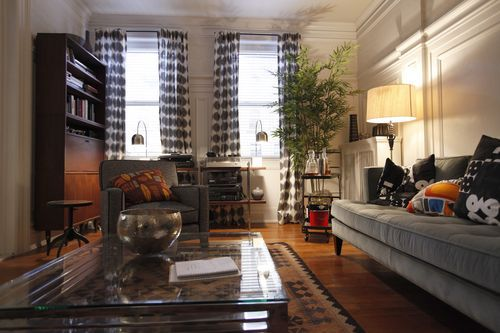 Tom\u0027s apartment, a mix of traditional furnishings with contemporary