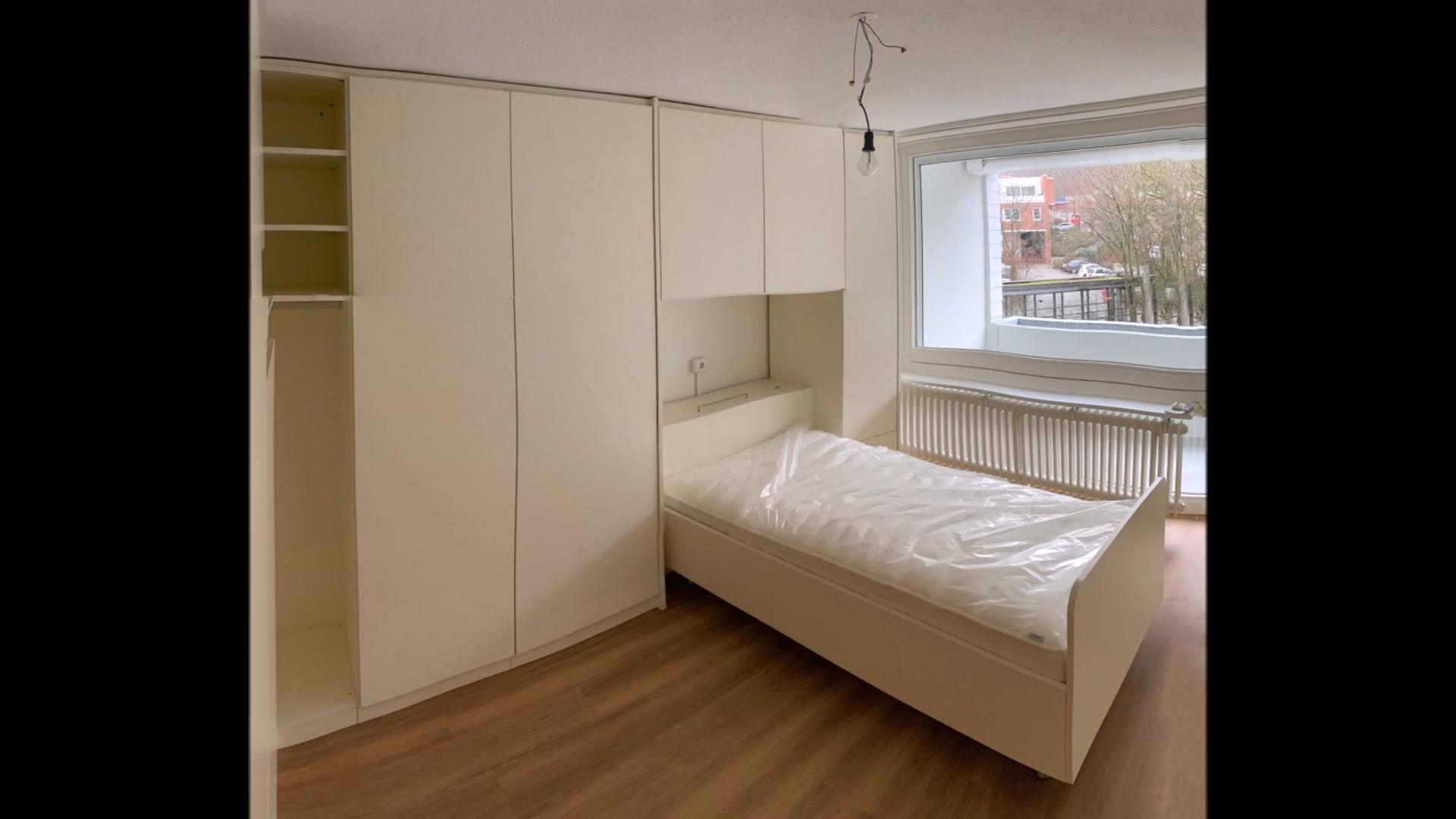 Eine Kundin Zieht Um In Ein Seniorenheim Und Benotigt Im Schlafzimmer Viel Stauraum Um Sowohl Kleider Als Auch Perso In 2020 Bett Mit Bettkasten Einbauschrank Wohnen