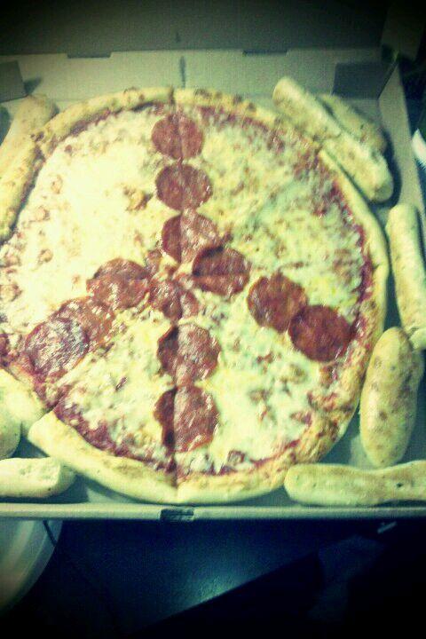 Yummmmm peace pizzaaaaa <3