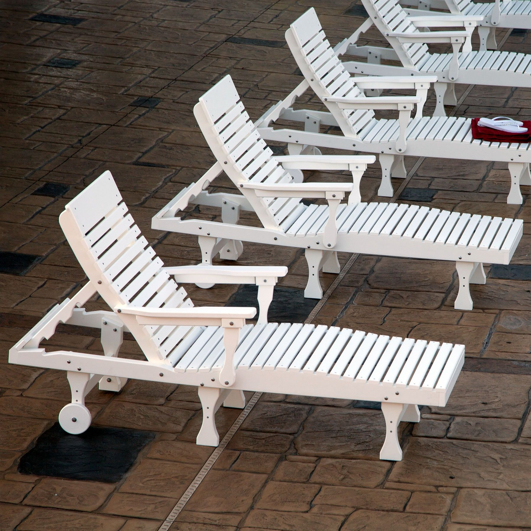 Attirant Berlin Gardens Casual Back Chaise Lounge