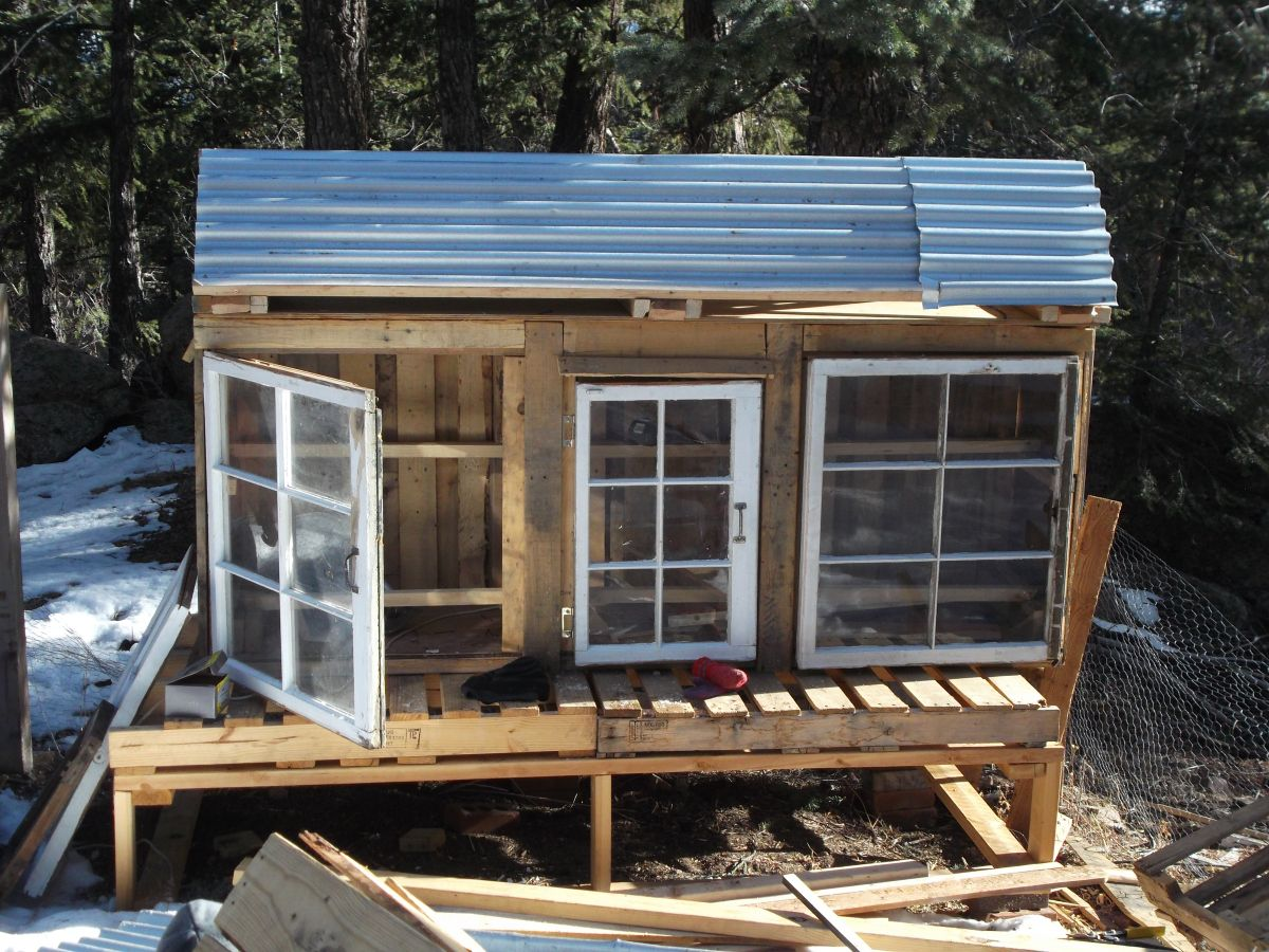 Diy chicken coop made from pallets and scrap metal