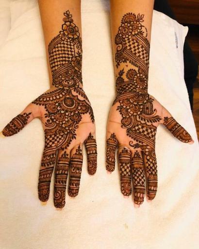 🎶 Mehendi hai rachne wali, Haton mein geheri lali... 🎶 Who remembers this classic song from #Zubeidaa? . . . .  Henna art by @varshika_mehandi_designs  Looking for wedding service providers? Call us on +91 812 422 2266 or mail us on care@matrimonybazaar.com  #mehendi #mehandiartists #mehndiartists #indianweddings #indianmehendidesigns #indianmehendi #mehendiceremony #weddingday #indianwedding #weddingceremonies #mehendidesigns #hennaart #hennaforbride #bridalmehendi #mehendiforbride