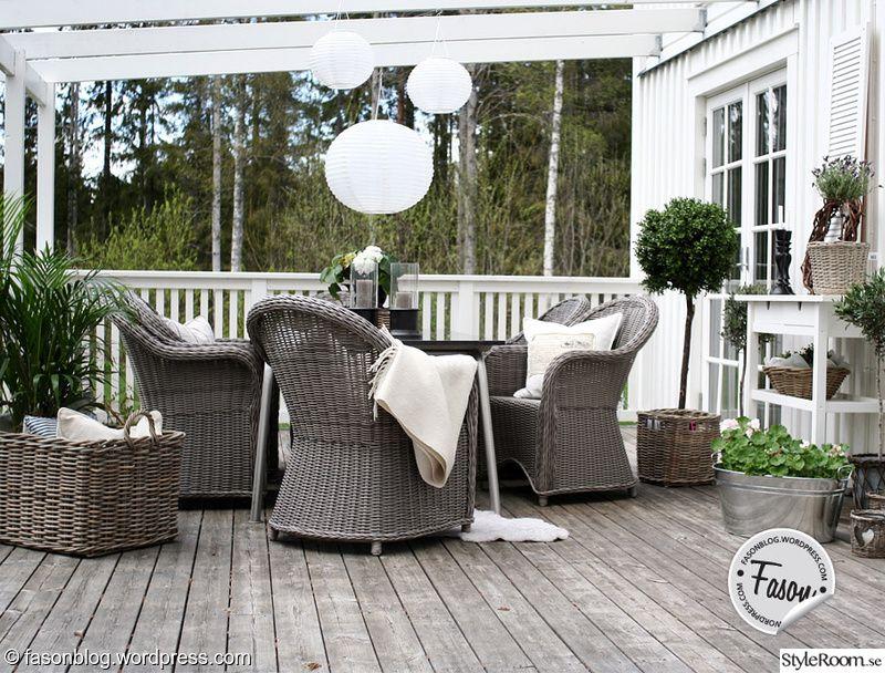 Soffgrupp i rotting på veranda | altana, pergola, taras,grill ...