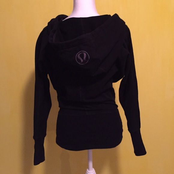 ❤️Lululemon cowl neck hoodie❤️ Lululemon cowl neck hoodie, excellent like new condition with no signs of wear, slimmer fitting at bottom and looser fit everywhere else. Size 2, rip tag still attached, kangaroo style pockets in front, thumb holes, 92% cotton 8% spandex. bundle to save ❤️ lululemon athletica Sweaters