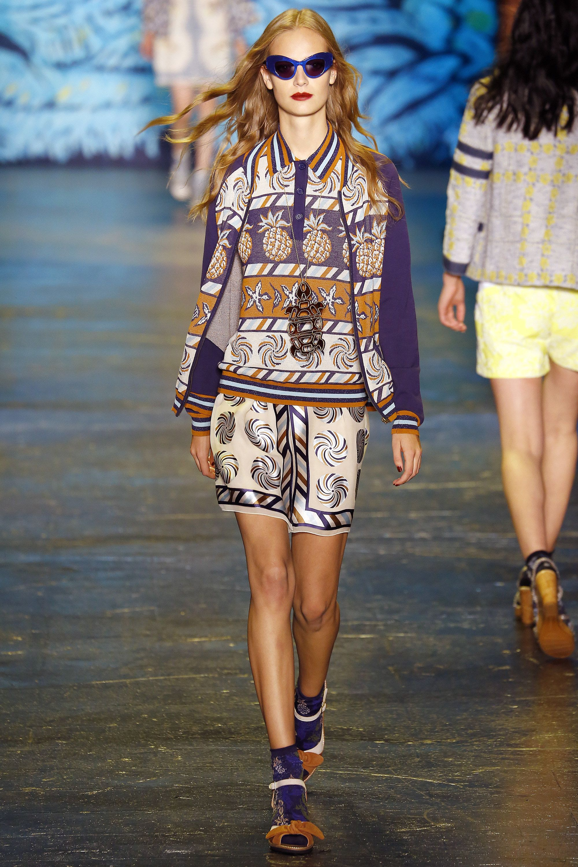 Anna Sui Spring 2016 Ready-to-Wear Collection Photos - Vogue  http://www.vogue.com/fashion-shows/spring-2016-ready-to-wear/anna-sui/slideshow/collection#16