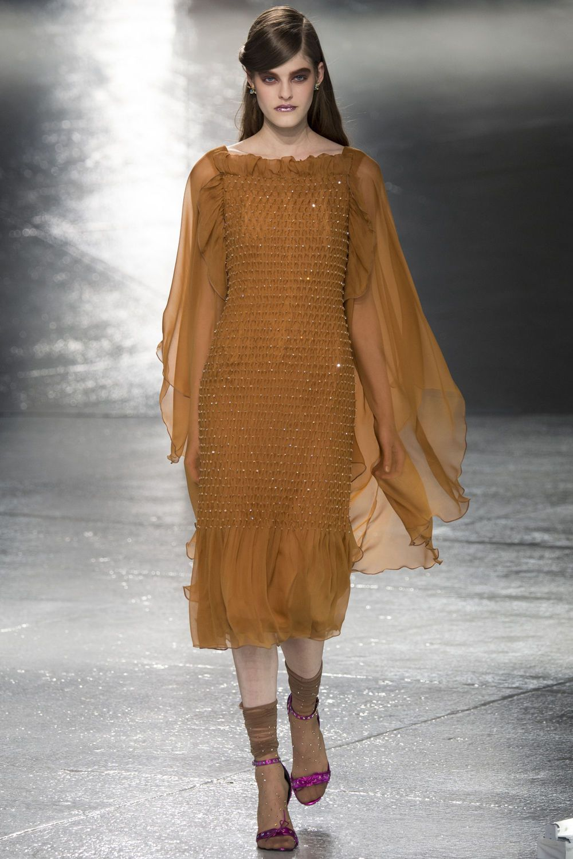 http://www.vogue.de/fashion-shows/kollektionen/herbst-2014/new-york/rodarte/runway/00020h