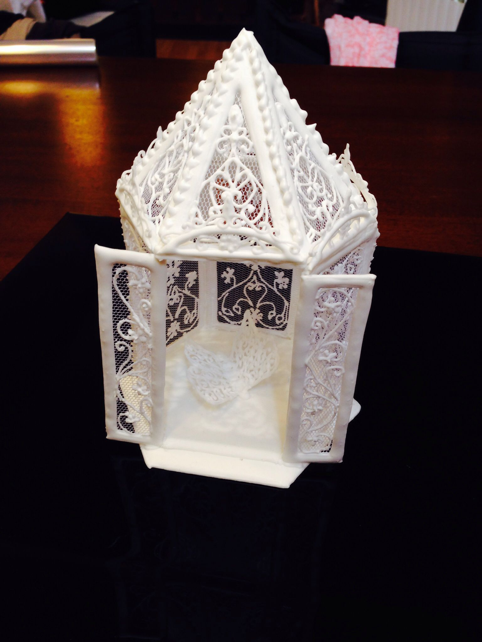 Made with Royal Icing...templates from the book of Eddi Spencer ...